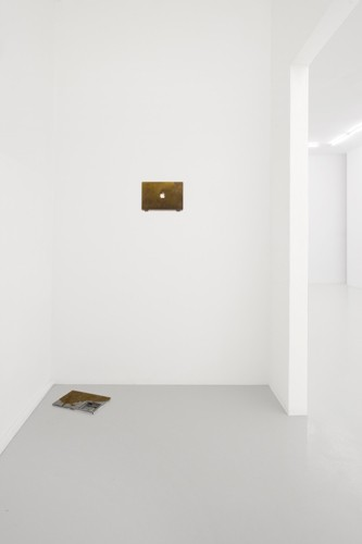 http://www.mikkelcarl.com/files/gimgs/th-84_001_Mikkel-Carl_installation-view.jpg